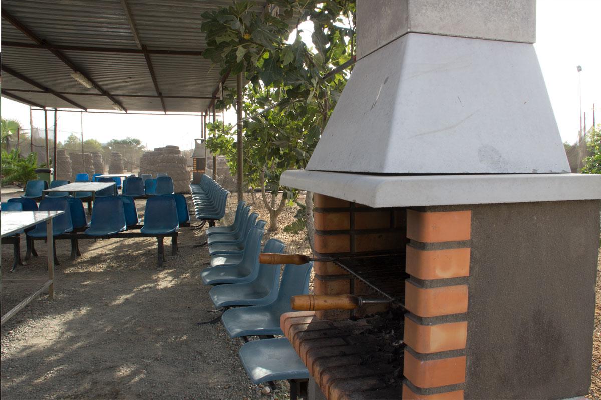 Zona de barbacoa paintball en sevilla for Parcelas para alquilar en sevilla